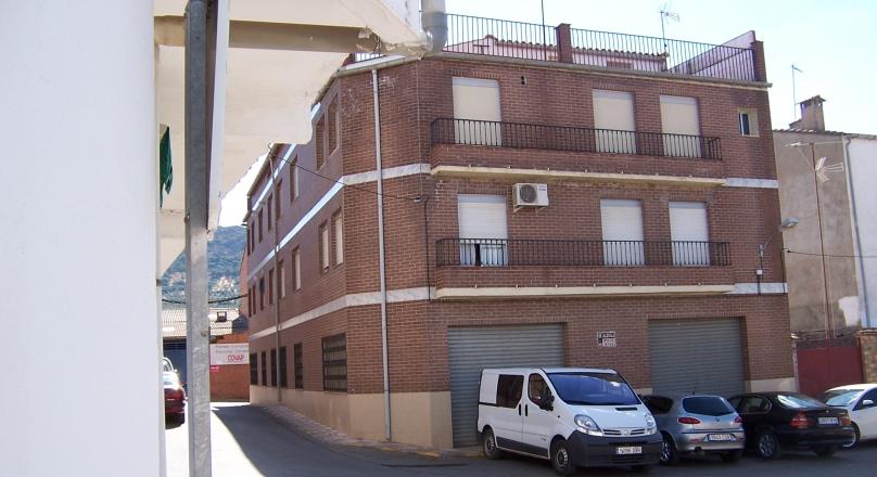 piso y local Cl/ Extremadura
